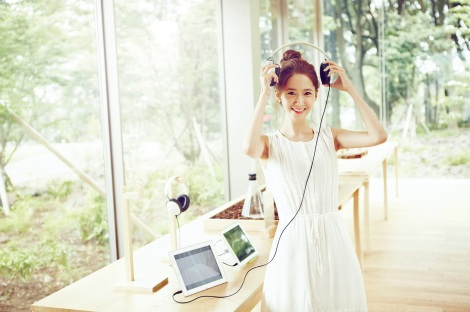 SNSD-Yoona-Innisfree-Organic-Green-Cafe-Wallpaper-HD-10
